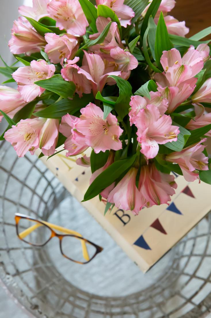 bedroom-table-vase-flowers-karin-eckerson-interiors