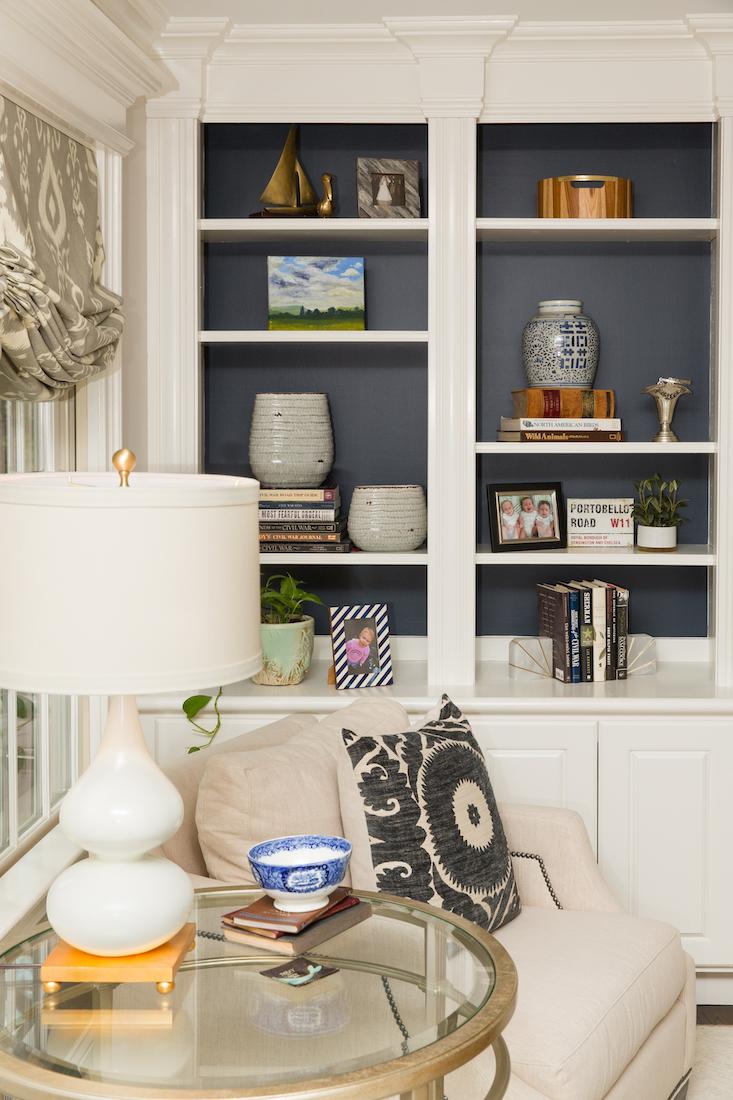 bookshelf-accessories-living-room-design-side-table-lamp