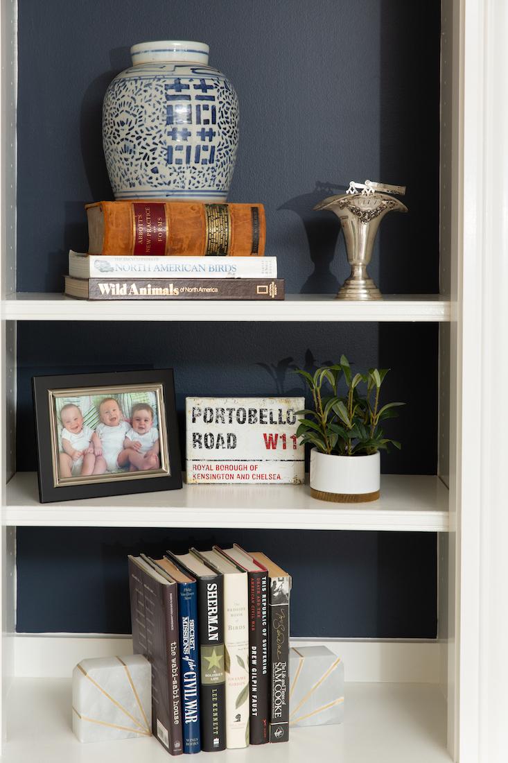 built-in-shelf-bookends-decor-karin-eckerson-interiors