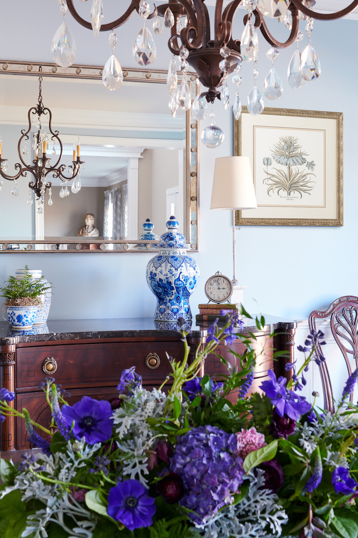 dining-room-table-flowers-close-up