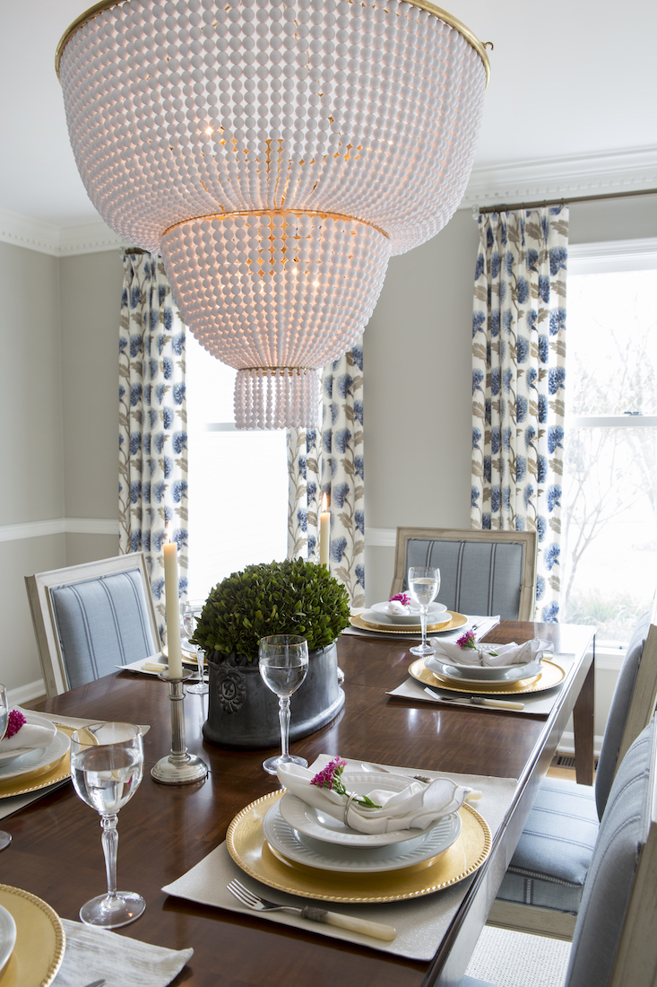 dining-room-table-pearl-white-chandelier