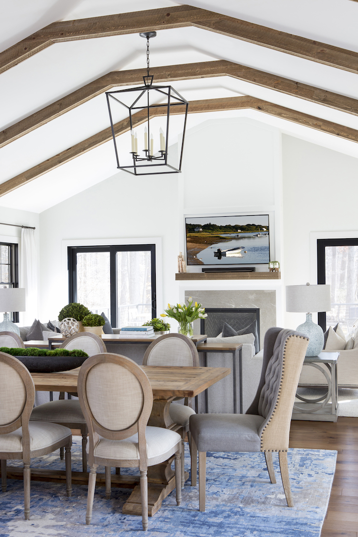 dining-table-farmhouse-chandelier-wood-beam-ceiling