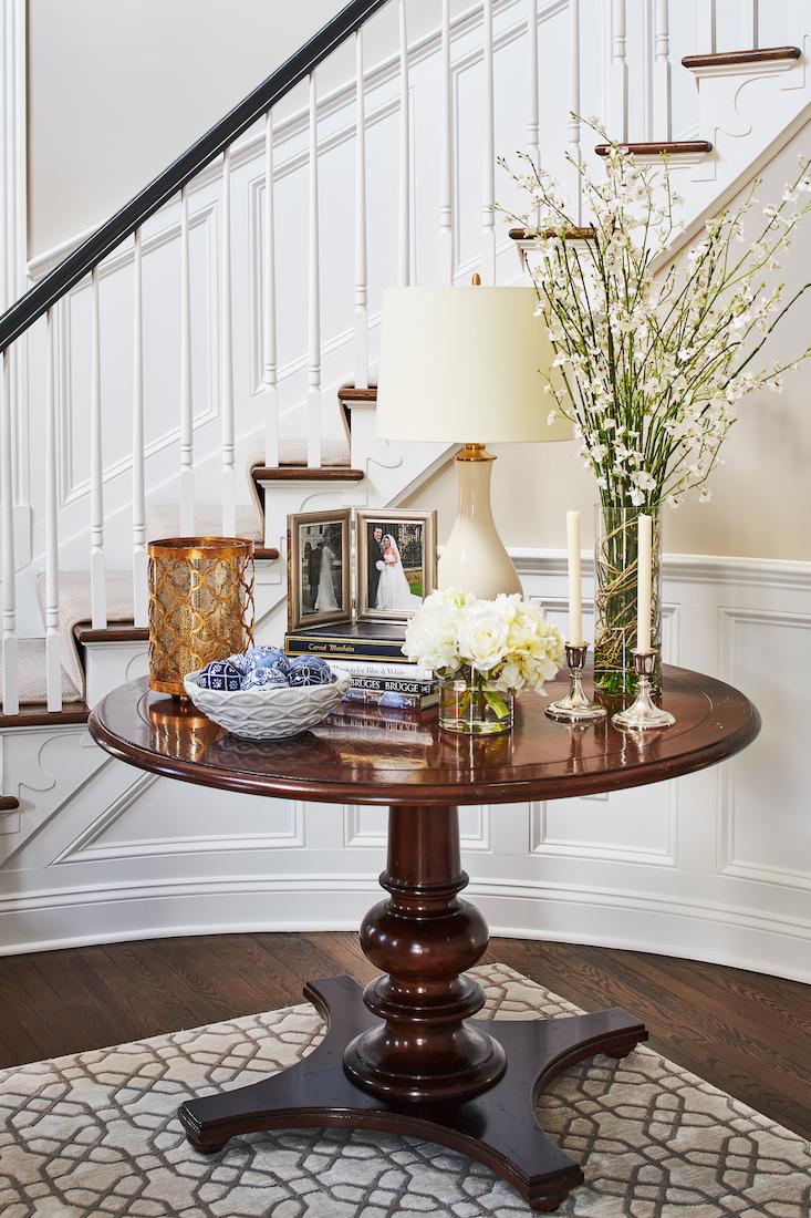 foyer-table-accessories-and-decor-interior-design