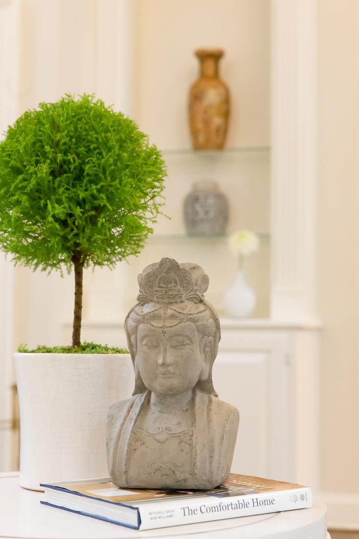 great-room-interior-design-accessories-statue-karin-eckerson-interiors