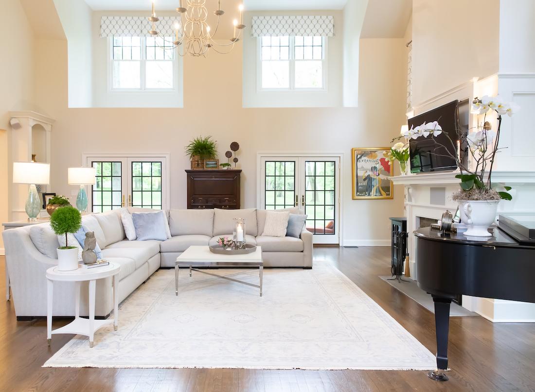 karin-eckerson-interiors-great-room-with-kickpleat-valances-window-treatments