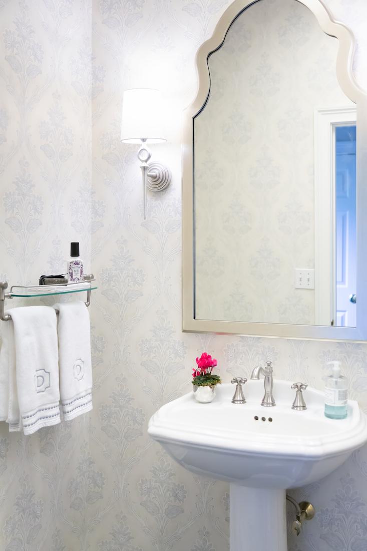 karin-eckerson-interiors-powder-room-interior-design