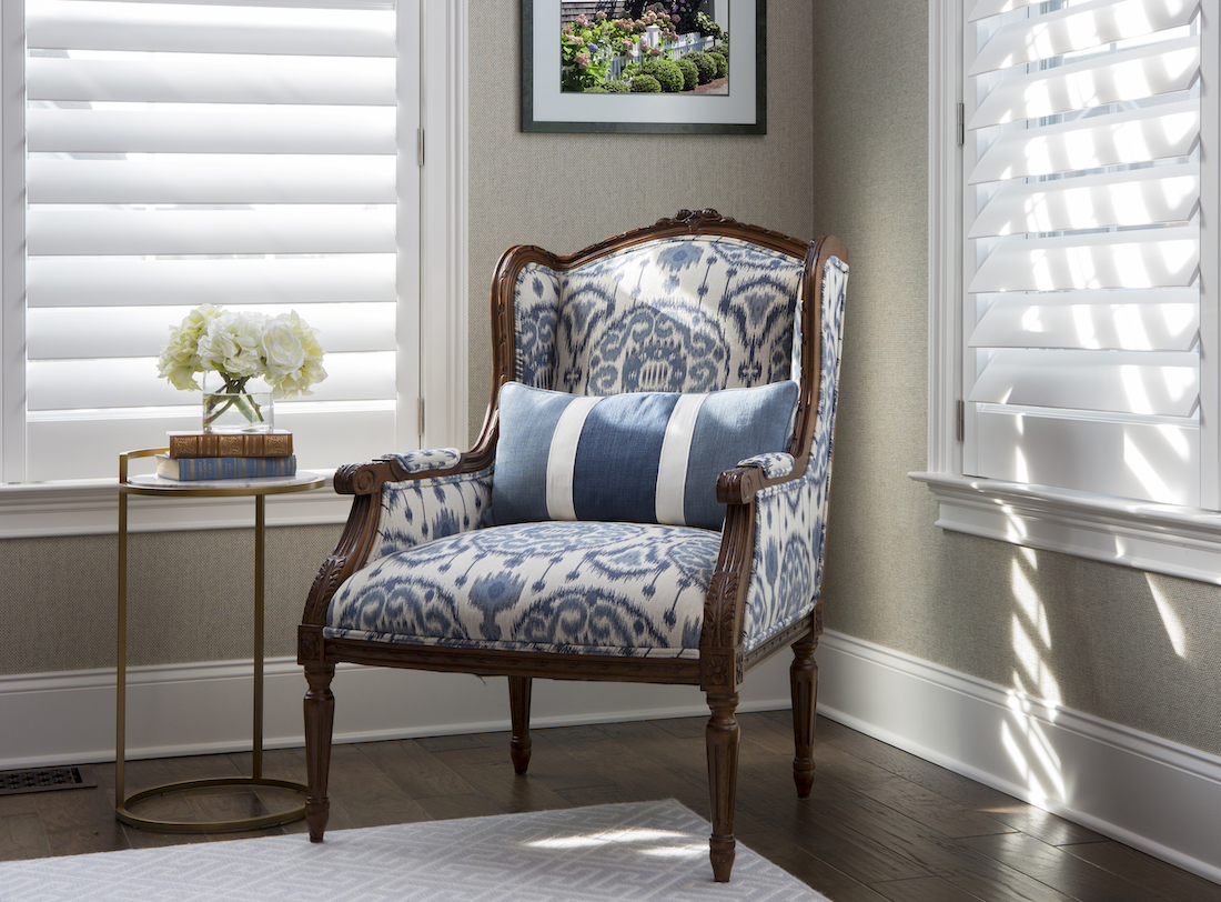 office-upholstered-blue-and-white-chair-small-table