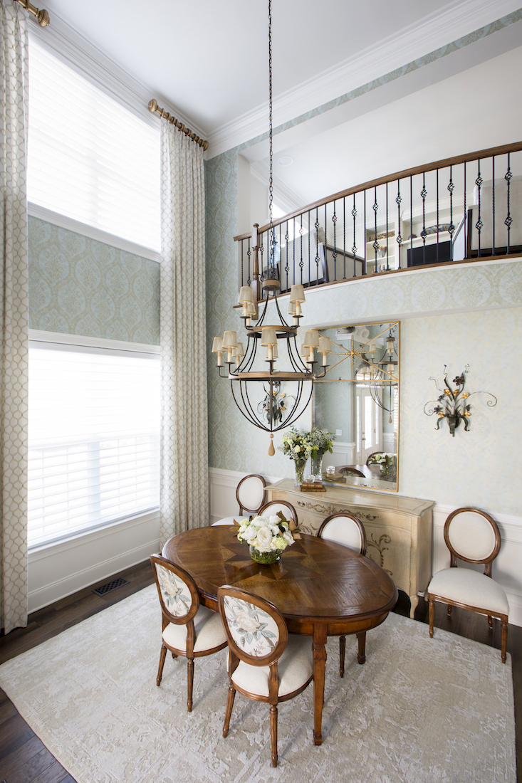 oval-wooden-dining-table-chandelier-interior-design