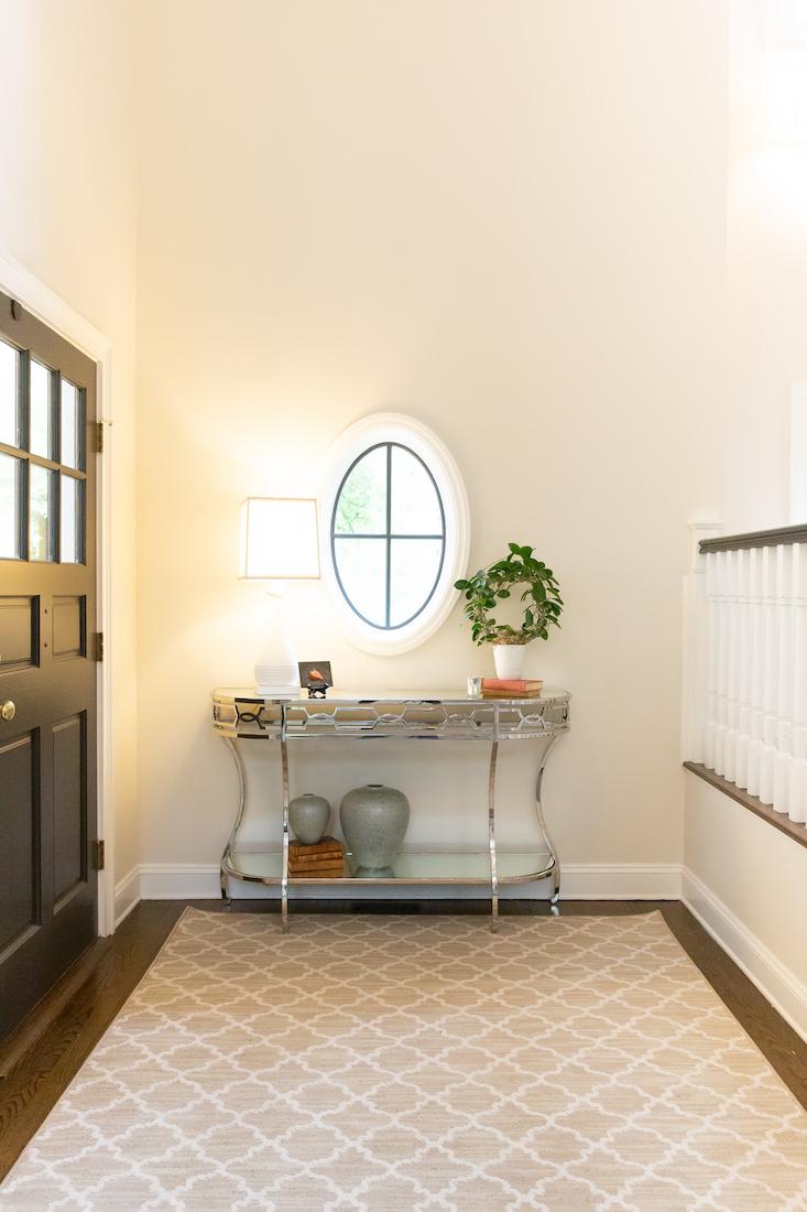 pennington-nj-foyer-interior-design-oval-window