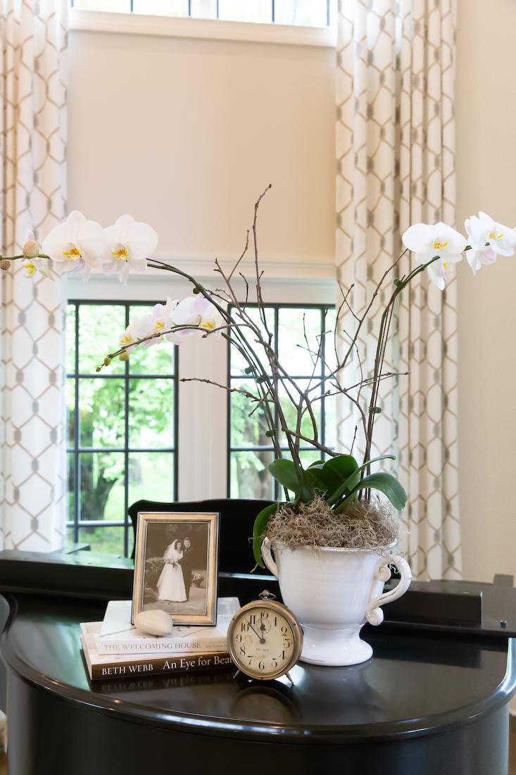 piano-accessories-vase-karin-eckerson-interiors