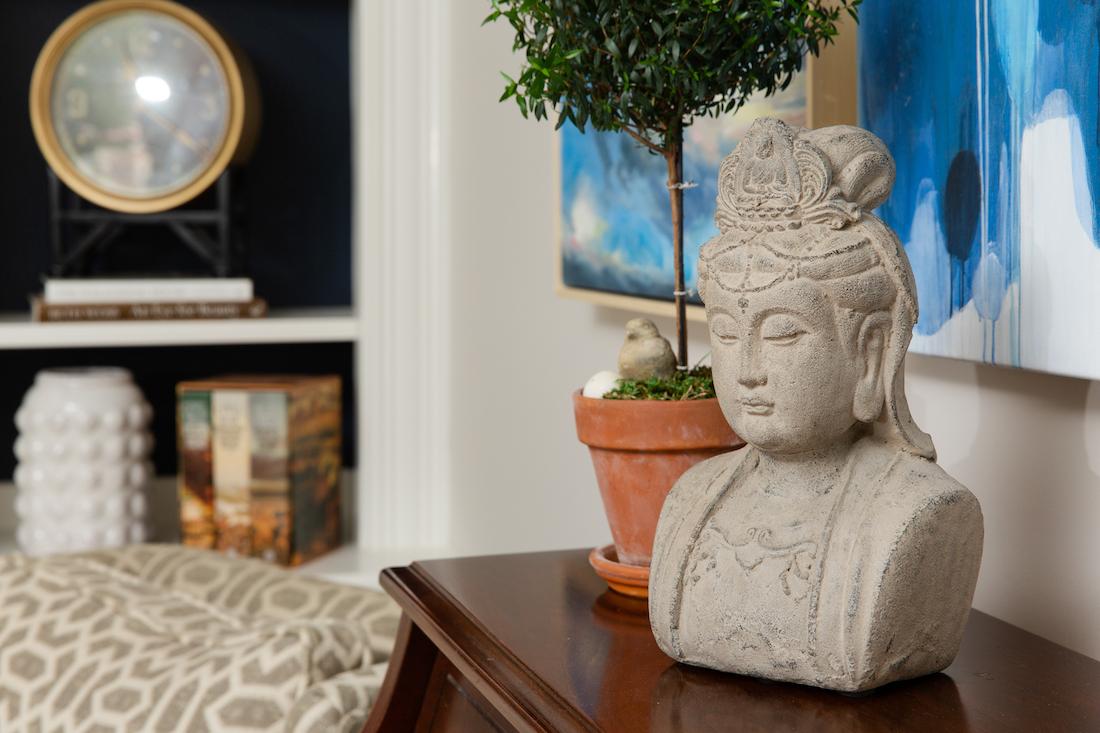 statue-bust-decor-living-room-interior-design